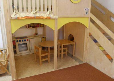 Spieleecke mit Kinderküche aus Holz